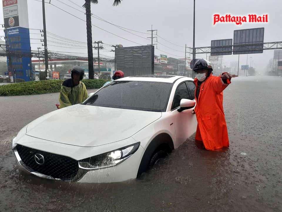 Pattaya-floods-pic-2.jpg