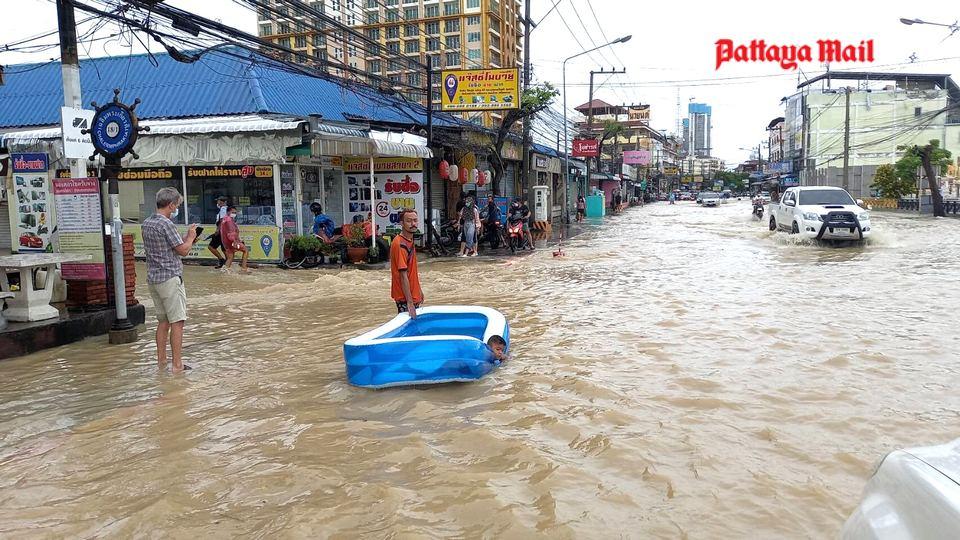Pattaya-floods-pic-10.jpg